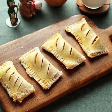 식빵으로 만든 애플파이 Apple pie  . . . #젠엔콩 #먹스타그램 #맛스타그램 #요리 #요리스타그램 #오늘뭐먹지 #집밥 #홈쿡 #instafood #일상스타그램 #foodstagram #cooking #온더테이블 #onthetable #daily #일상 #애플파이 #사과파이 #applepie #apple #pie #빵 #빵스타그램
