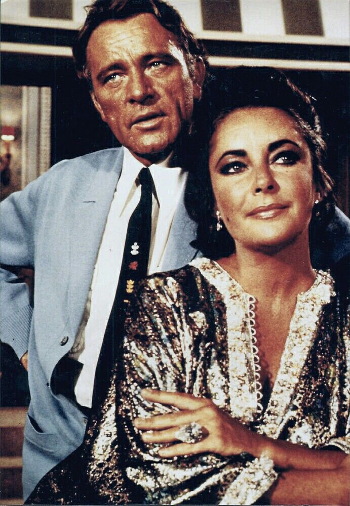 Richard And Lizzie On The Set Of Here S Lucy Lucy Meets The Burtons Elizabeth Taylor Elizabeth Taylor Cleopatra Liz Taylor Richard Burton