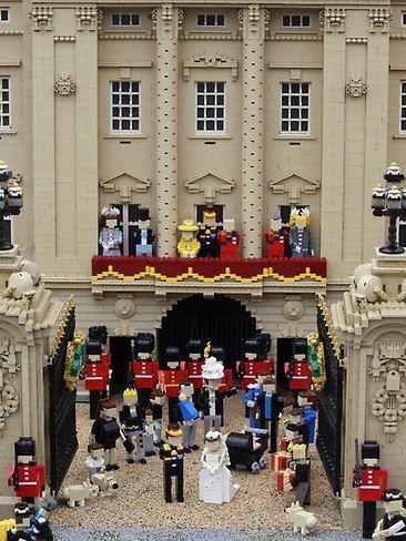 haha Royal Wedding.. lego style: Ay Legoland, Lego Dioramas, Lego Art, Legoland Windsor, Royal Weddings, Royals Wedding, Lego Royals, Families Fun, Amazing Lego