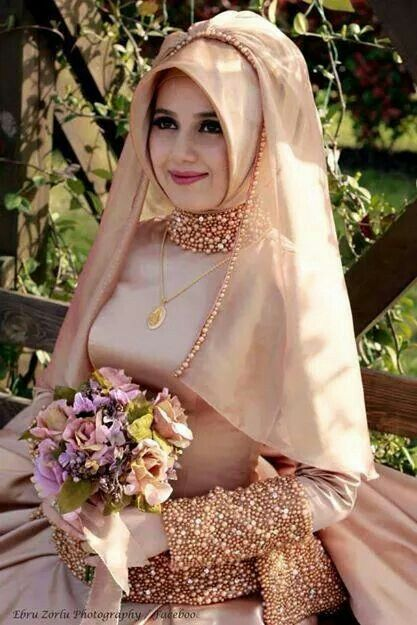 This is just lovely. Could be a pretty everyday style too #MuslimWedding, www.PerfectMuslimWedding.com