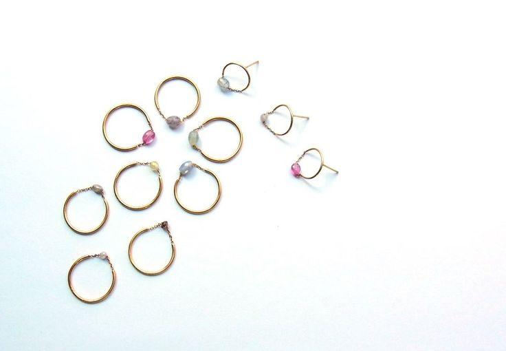 photo1:loop ring ¥8,640~ 3月22日~24日に原宿にて開催される合同展「lights vol.4 TOKYO 」に《Perché?(ペルケ)》が出展。 余計な装飾を省き、指やデコルテなどの女性らしいパーツを美しく見せながら重ねづけできる自由さも併せ持つ「marumaru」や「hitotsubu」などの定番シリーズに加え、今回は、2017のnew collection 「loop」「nude」の2シリーズが都内にて初披露される。 photo2:loop pierce(single) ¥5,940~ 「loop」は2つで1つの、相反するものの美しさを表現。陰と陽、朝と夜、光と影、永遠に終わることのない、美しい調和とバランスの連鎖を表現したシリーズ。 photo3:nude ring ¥38,880~ また、本来あるはずの枠や金具を省き、素材そのものの美しさをあらゆる角度から楽しめる「nude」は、まるで何も身に纏っていないかのように、軽やかで儚く、そして自由に楽める新シリーズ。…