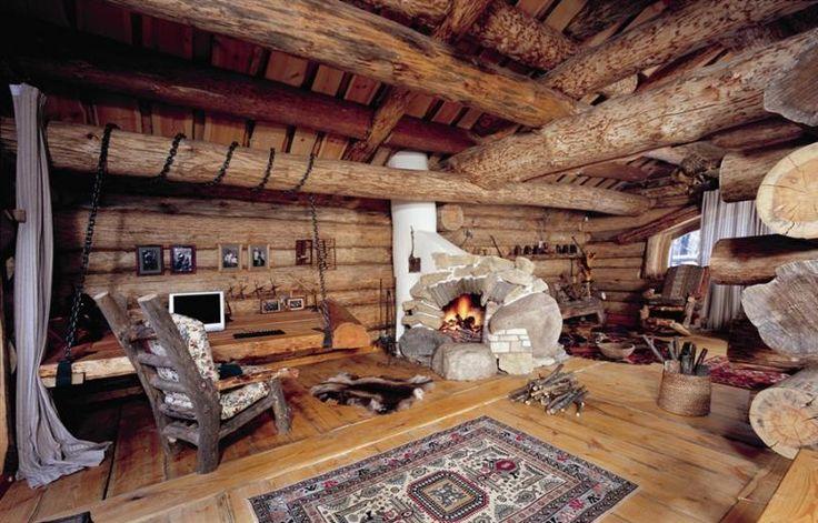 дизайн гостиной с двумя окнами6
