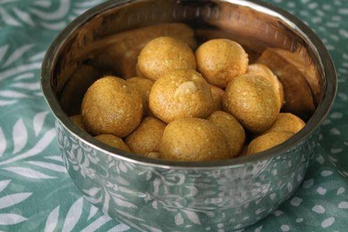 Besan Ladoo (Besan Ka Ladoo) / Gram Flour Ladoos / Sweet Chickpea Flour Balls with Cardamom