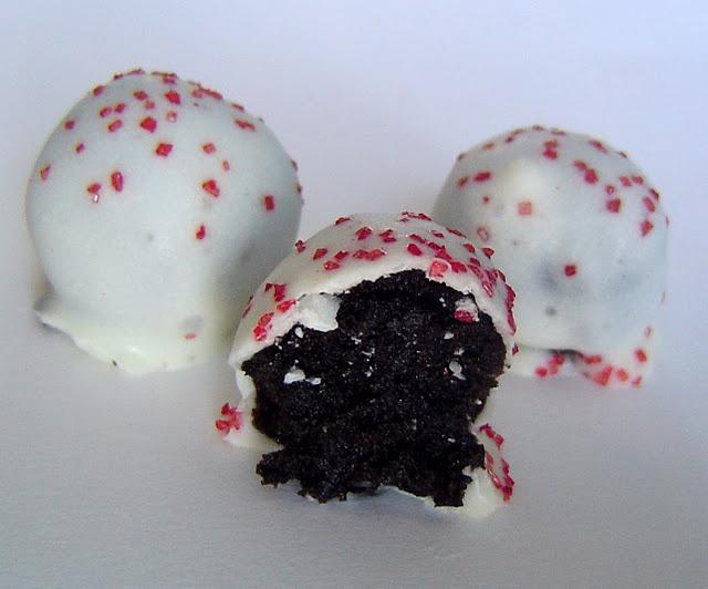 Oreo Balls cute for Valentine's Day treats #food #vday #recipe