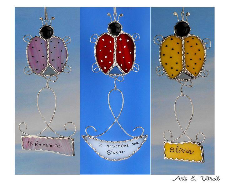 Coccinelle vitrail, Rose, Rouge ou Jaune, Message de verre,message personnalisé pour chambre enfant, un cadeau de naissance, d'anniversaire - Produits fabriqués au Québec par Arts & Vitrail