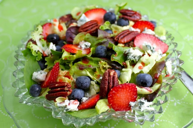 Summer Berry Salad with Raspberry Vinaigrette and Slow Roasted PecansButter Lettuce, Blue Cheese, Roasted Pecans, Raspberries Vinaigrette, Tricia Delicious, Summer Berries Salad, Summer Salad, Slow Roasted, Delicious Summer Berries
