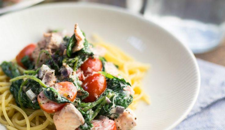 Weer een lekkerreceptuit deKoken met Aanbiedingenapp: spaghetti met zalm, spinazie en crème fraîche. Heb jij deappal…