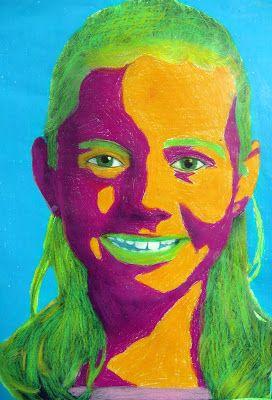"""Sort/hvide fotos printet på kopipapir. Lysn billederne, gør kontrasten skarpere.Billeder fra nettet kan bearbejdes i et billedbehandlingsprogram eller i Word, """"formatér billede"""", ændres til gråtoner, kontraster.Brug den store Neocolor 1 med 30 forskellige farver.Vis billedeksempler Warhol, Lichtenstein,Rauschenberg.Tal med børnene om lyse/mørke farver,farveharmonier,kontraster. Lyse områder farves med lyse farver og de mørke områder med mørke farver. Hvid poscha-tush-prik i øjet."""