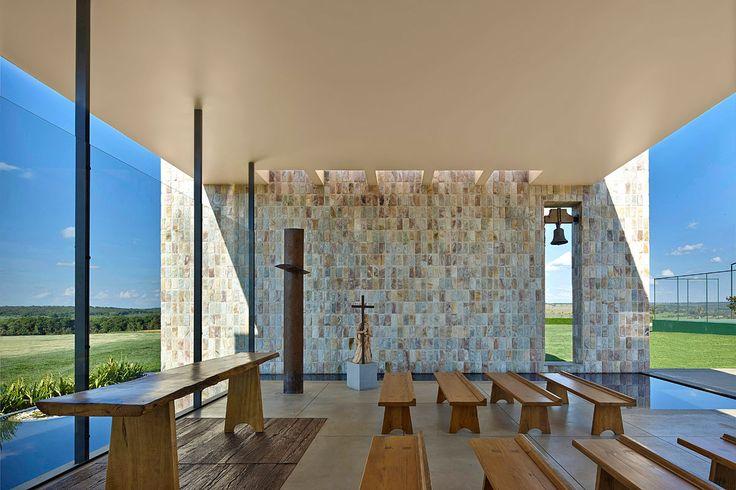 Capela Fazenda Santa Helena por B&L Arquitetura / Santa Helena Farm Chapel by…