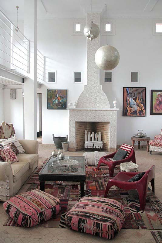 love what they got goin' on here except those plastic chairs...try to focus on that tiled fireplace and sphere pendants!