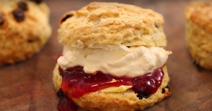L'heure du thé a sonnée! Voici une recette de scones EXTRAORDINAIRE afin d'instaurer de nouvelles traditions!