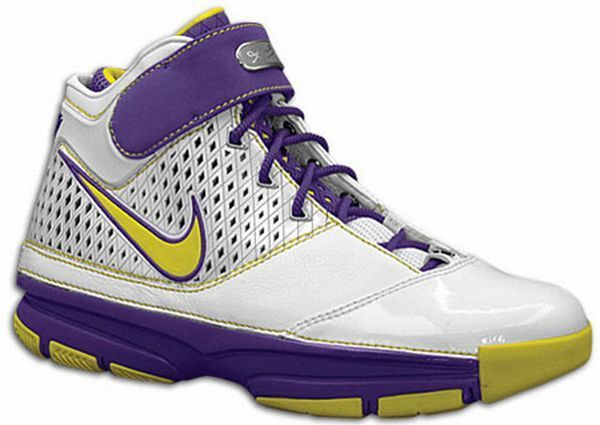 Kobe Bryant basketball shoes pictures: Nike Zoom Kobe II (2) Lakers model picture 11