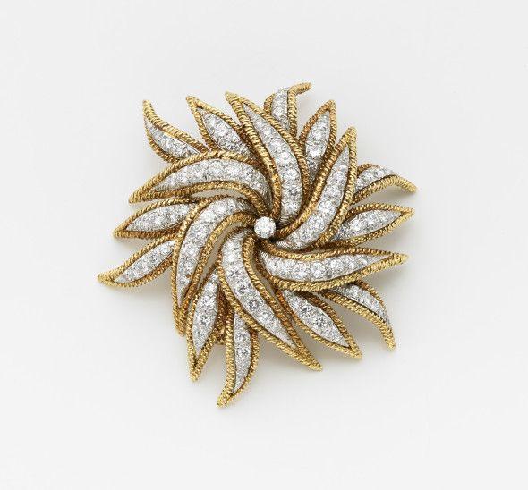 DAVID WEBB  Broche floreale in oro giallo e platino con diamanti rotondi taglio a brillante vecchio europeo g.33,40 cm 6 circa Diamond and platinum floral brooch