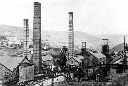 Cambrian Colliery, Clydach Vale, c.1910, from the Welsh Coal Mines web site.  http://www.welshcoalmines.co.uk/