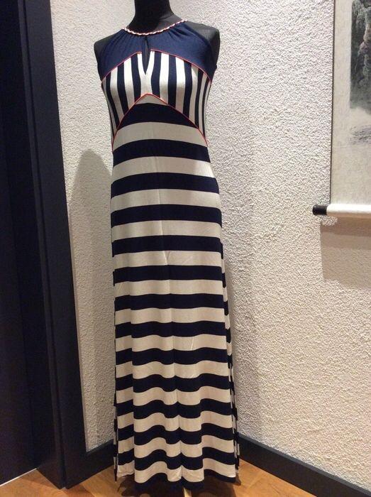 Mein Langes Kleid im Marine Look von Yessica! Größe 36 / S / 8 für 18,00 €. Sieh´s dir an: http://www.kleiderkreisel.de/damenmode/lange-kleider/142644024-langes-kleid-im-marine-look.