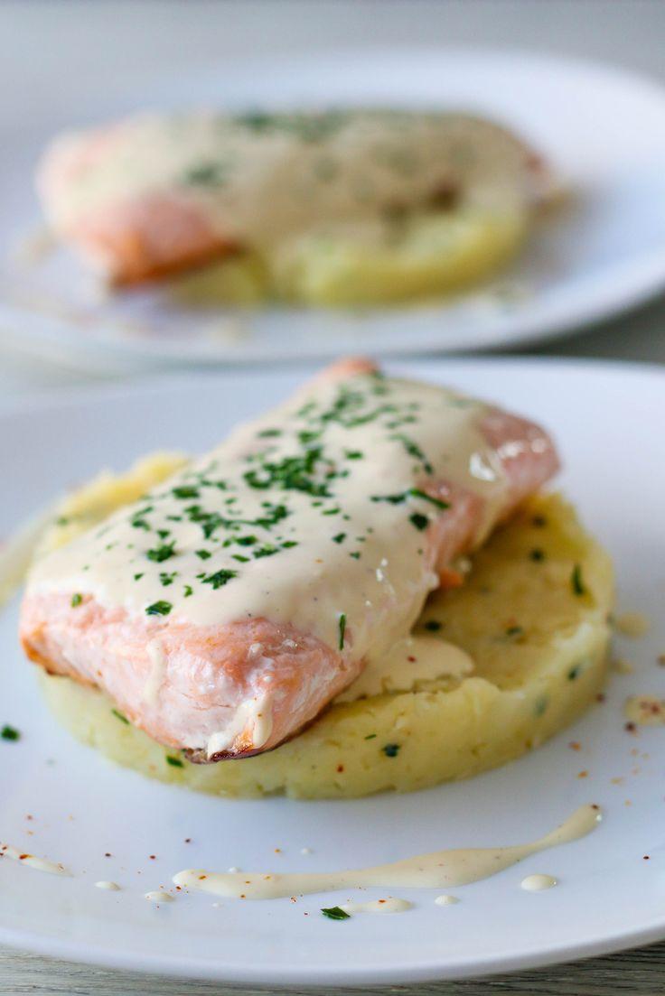 Saumon cuit à l'unilatérale, sauce à la moutarde & écrasé de pommes de terre au fromage et ciboulette