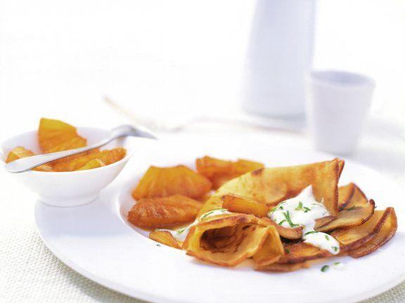 Kokos-Crêpes mit flambierter Ananas Rezept | EAT SMARTER