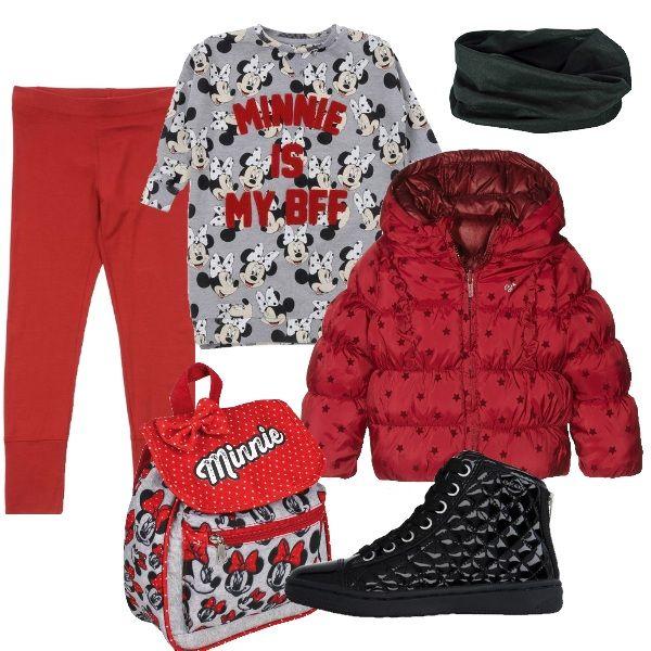 Un outfit comodo e simpatico per una mattinata a scuola. Felpa con stampe e scritta rossa in risalto. Leggings rossi caldi e giubbotto in poliestere Pepe jeans. Scarpa sportiva trapuntata e collo caldo in microfibra senza cuciture. Immancabile lo zainetto in tessuto felpato con numerose faccine di Minnie.