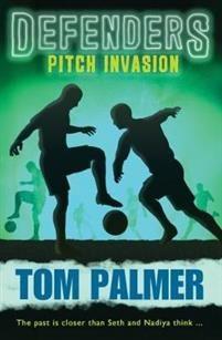 http://www.adlibris.com/se/organisationer/product.aspx?isbn=178112731X | Titel: Defenders Pitch Invasion - Författare: Tom Palmer - ISBN: 178112731X - Pris: 78 kr