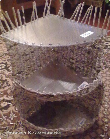 Поделка изделие Плетение плетёная полочка для ванной из газет Бумага газетная фото 3