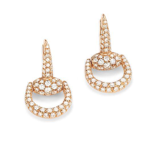 Les boucles d'oreilles Horsebit en or rose et diamants de Gucci Joaillerie http://www.vogue.fr/joaillerie/le-bijou-du-jour/diaporama/les-boucles-d-oreilles-horsebit-en-or-rose-et-diamants-de-gucci-joaillerie/18462