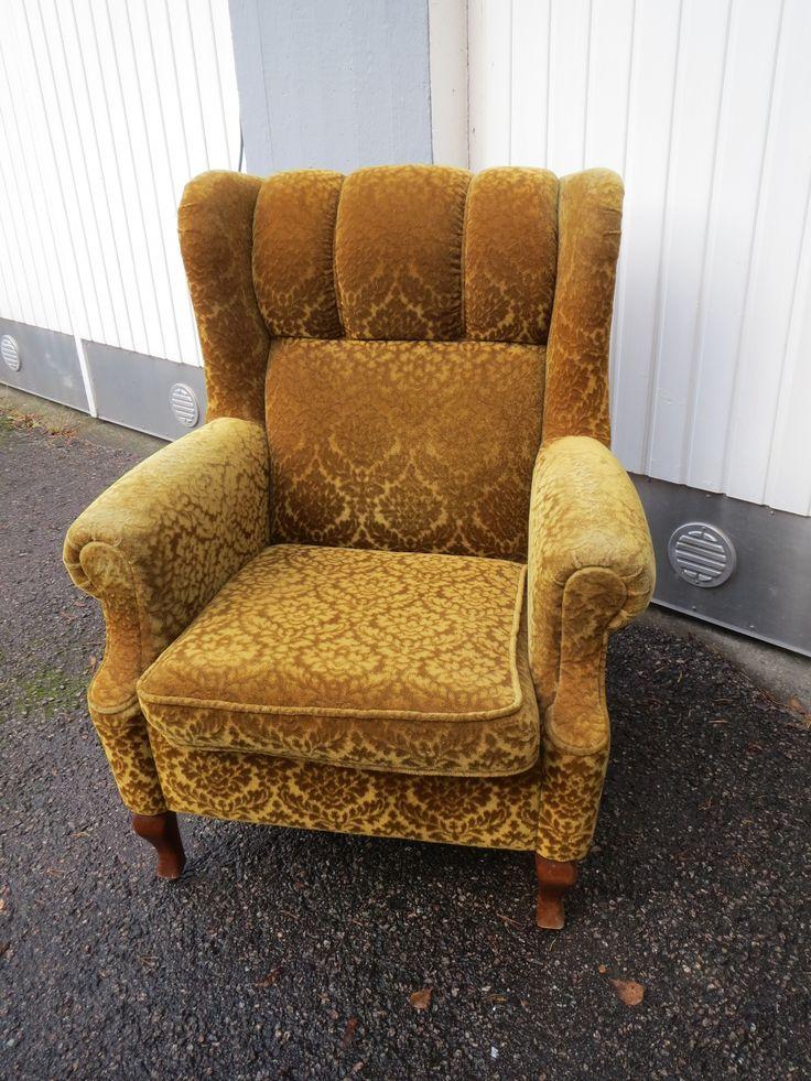 Muhkea nojatuoli 60-luvulta. Käsinojissa kulumaa, samoin toisessa yläkulmassa, yleisilme siisti, hyvä istua.  MYYTY.
