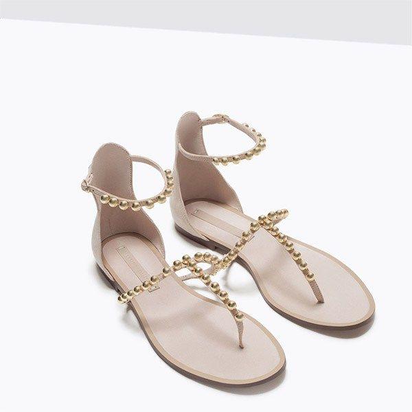 Sandales plates à lanières ornées de perles dorées (Chair), 29.95€, Zara