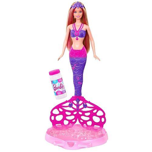 """Toys""""R""""Us - Poupée Barbie - Sirène Bulles magiques. P our les fillettes, Mattel revisite Barbie et le mythe des sirènes avec une nouvelle poupée aux pouvoirs étonnants : il suffit de tremper sa queue dans le savon liquide et d'appuyer pour activer la nageoire qui libère alors des bulles par flopées. via lsa-conso.fr"""
