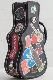 Make the lunch bell music to your ears with a guitar case lunchbox.