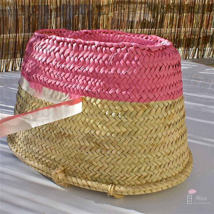 Could do with spray paint by covering half the basket with something... DIY: Una cesta para labores