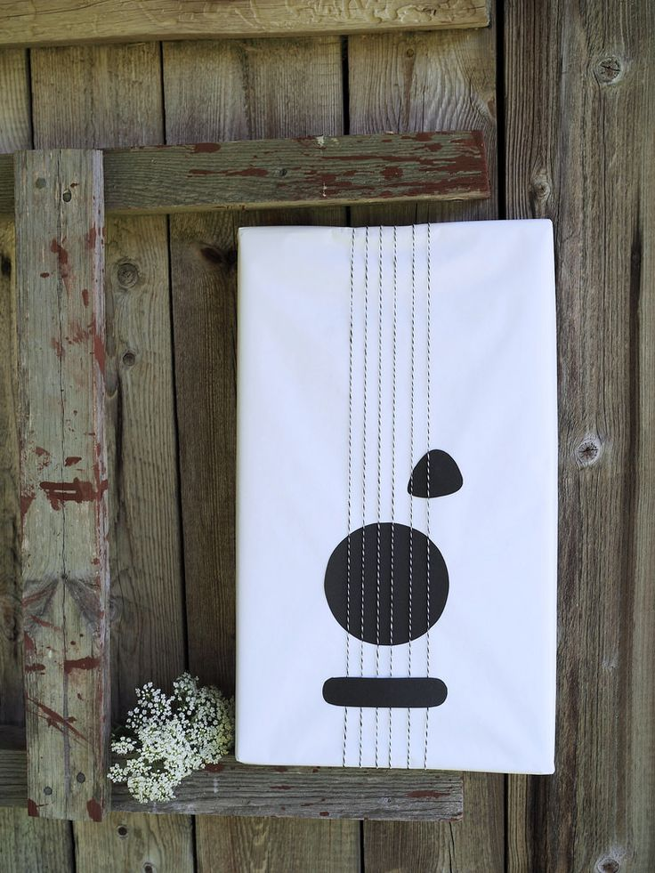 Guitar gift wrap / Lahjojen paketointi. Kitarapaketti