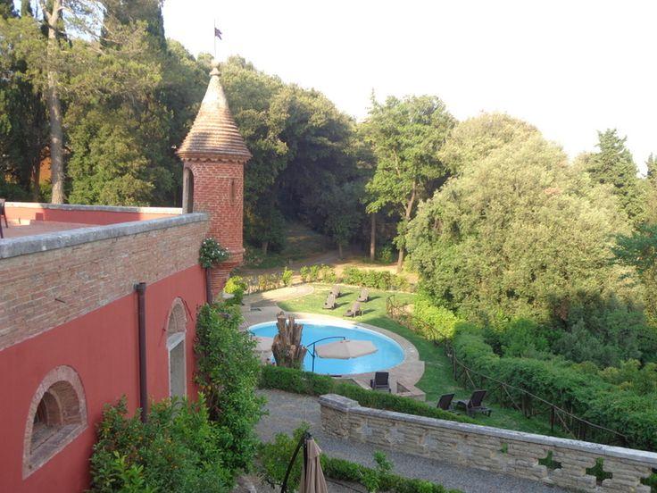 Blick von der Terrasse auf den Pool