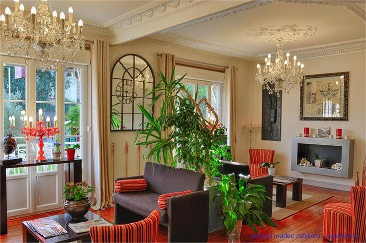 Hôtel particulier à vendre chez Capifrance à La Baule Escoublac.     Demeure historique remplie de charme > 750 m², 20 pièces dont 15 chambres et un terrain de 650 m².    Plus d'infos > Arnaud Madec, conseiller immobilier Capifrance.