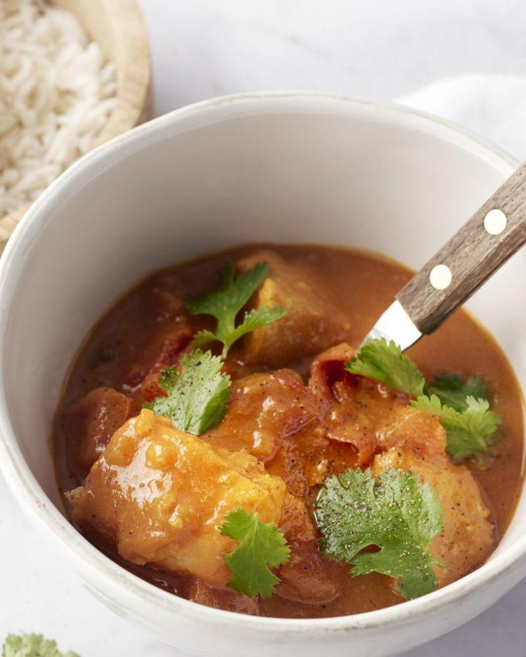 Dit heerlijke Indiase stoofpotje met kabeljauw is zo lekker en diep van smaak, dat het je zal verbazen hoe weinig werk er eigenlijk in kruipt.