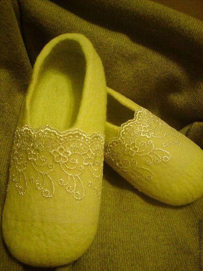 Обувь ручной работы. Ярмарка Мастеров - ручная работа. Купить тапочки валяные Игристое шампанское. Handmade. Жёлтый, шерсть 100%