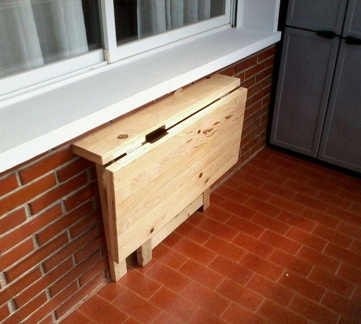 Mesa plegable para terraza. Hechas con madera reciclada de palets