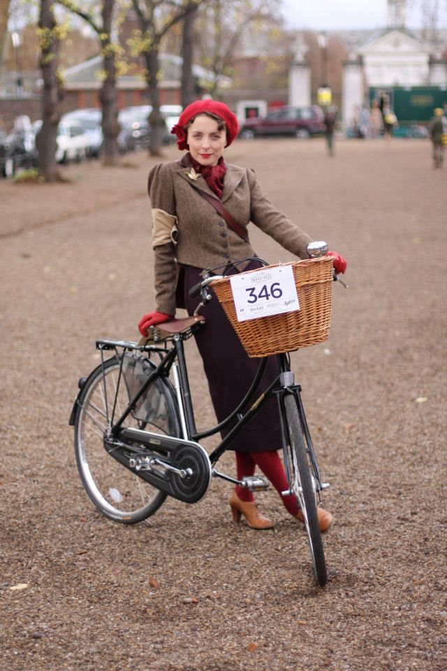 Diary of a Vintage Girl | Vintage Fashion & Lifestyle: cycle chic. I love this whole outfit, and the bike!