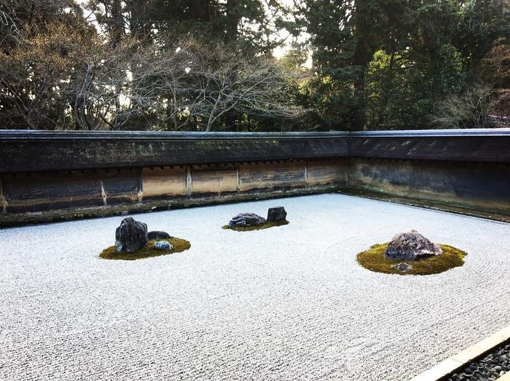 Rock garden ^_^  #rocks #garden #rockgarden #zen #zentemple #zenrockgarden #zenrock #gravel #nature #moss #wall #meditation #ryoanji #kyoto #japan #石 #庭 #仏教 #自然 #苔 #壁 #龍安寺 #京都 #日本