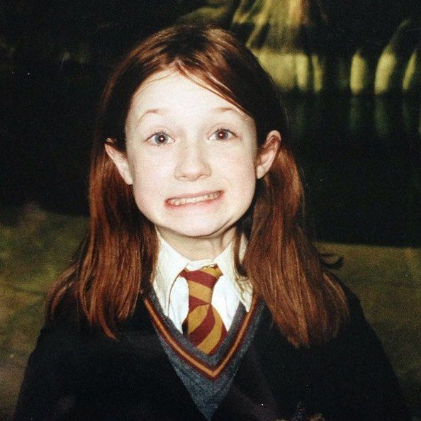 Bonnie Wright behind the scenes of Harry Potter... SHE'S SO CUTE AND TINY OMGGGGGGGGGGGGGGG