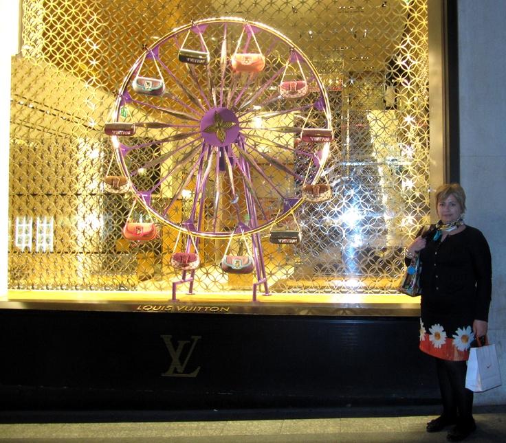Champs Elysees, Louis Vuiton store