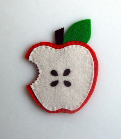 Free Felt Apple Coaster Sewing Pattern / Template and Tutorial