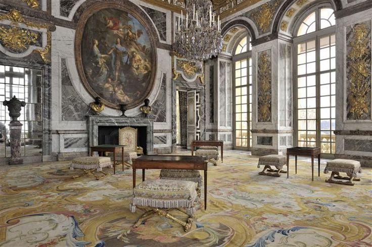 Best 10 les salon ideas on pinterest d corer son salon vases de d cor and d corer salon de for Peinture tendance salon versailles