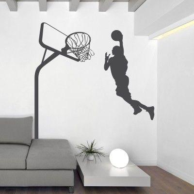 """Adesivo Murale - Basket, Schiacciata.  Adesivo murale di alta qualità con pellicola opaca di facile installazione. Lo sticker si può applicare su qualsiasi superficie liscia: muro, vetro, legno e plastica.  L'adesivo murale """"Basket, Schiacciata"""" è ideale per decorare la cameretta. Adesivi Murali."""