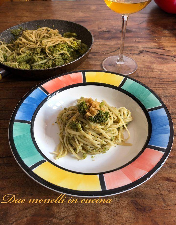 La pasta alici, broccoli e pangrattato croccante è un primo piatto semplice e buono, che si prepara in pochi minuti, ma dal successo assicurato.