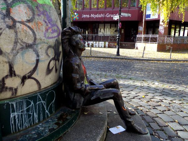 Statue on Admiral Strasse, Kreuzberg 36, Berlin