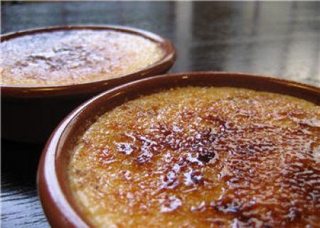 Recette crème brûlée par La : La recette de l'authentique crème brûlée, comme vous aimez la savourer dans votre restaurant préféré..Ingrédients : sucre, vanille, oeuf