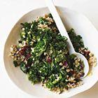 Een heerlijk recept: Boerenkoolsalade met parelgort en gedroogde kersen