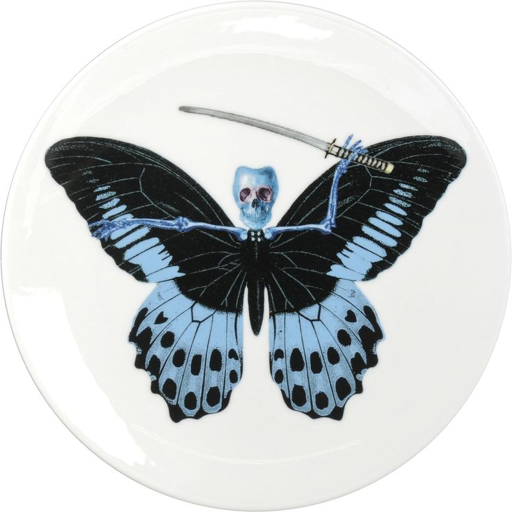 Cool Blue Tone 'Putulanus' Cake Plate designed by Maxim from The Prodigy for his edgy 'Lepidoptera' collection. Equally at home on a wall or on a table, these specimens are as much works of art as they are functional items. A range that is based on imagery drawn from his wonderful paintings. Fine Bone China. 22kt Gold Accents. One of six designs. Made in Stoke-on-Trent, England. Find out more here: https://thenewenglish.co.uk/collections/lepidoptera/products/lepidoptera-putulanus-cake-plate…