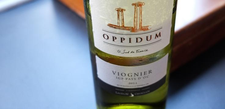 Languedoc 2011, Oppidum Viognier, fra Laudon Chusclan i Sydfrankrig. Tydeligvis en fyldig vin med god frugtbalance.