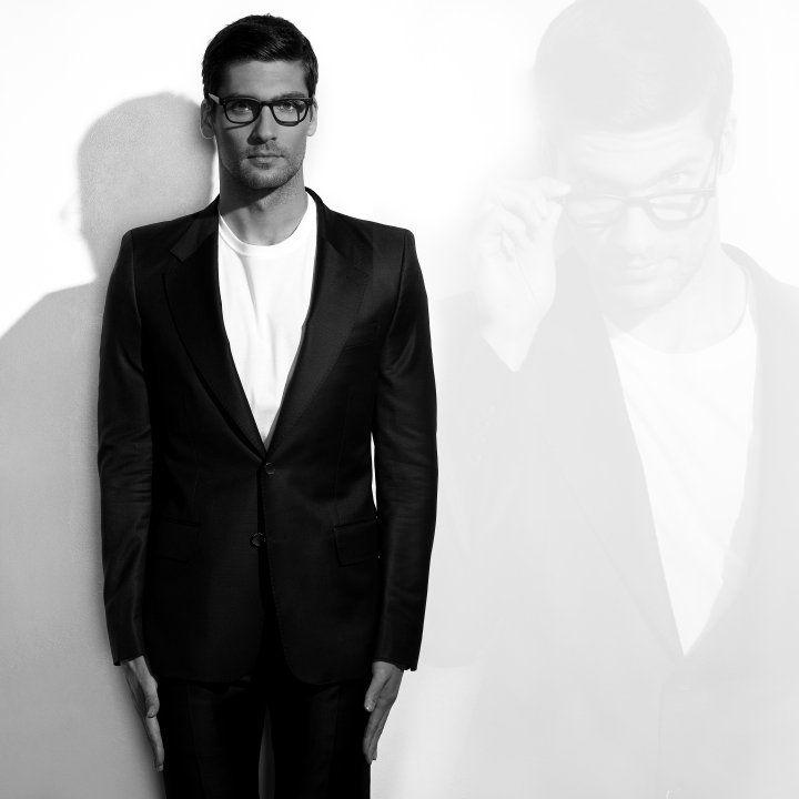 Travis Vulich by Robert Beczarski (2011) #TravisVulich #RobertBeczarski #malemodel #model #FordModels #FordModels_Chi #bw #specs #glasses
